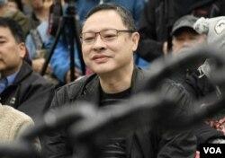 香港大学法律系副教授、和平占中发起人戴耀廷 (美国之音汤惠芸拍摄)