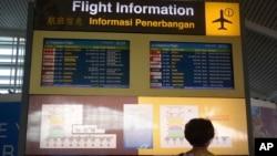 Papan pengumuman jadwal penerbangan menunjukkan penerbangan-penerbangan di Bandara Internasional Ngurah Rai yang dibatalkan, Senin, 27 November 2017, setelah aktivitas vulkanis Gunung Agung meningkat. Bandara Ngurah Rai mulai beroperasi kembali hari ini, Rabu (29/11) sore.