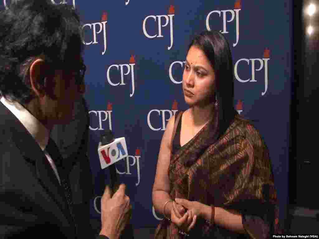 از جمله دریافت کنندگان جایزه کمیته حفاظت از روزنامهنگاران، «نها دیکشیت» روزنامهنگار مستقل هندی به خاطر گزارش قاچاق و بهرهکشی از کودکان هدف حملات هندوهای تندرو قرار گرفت.