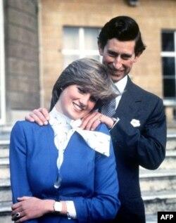 24 فروری سن 1981 میں منگنی کے موقع پر شہزادہ چارلس اور لیڈی ڈیانا کی ایک یادگار تصویر