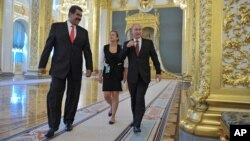 Nicolás Maduro (izq.), visita Rusia, en donde se reunió con su homólogo Vladimir Putin. Ambos han sugerido que apoyan a Snowden, requerido por EE.UU.