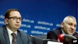 Адвокаты Николай Полозов и Марк Фейгин