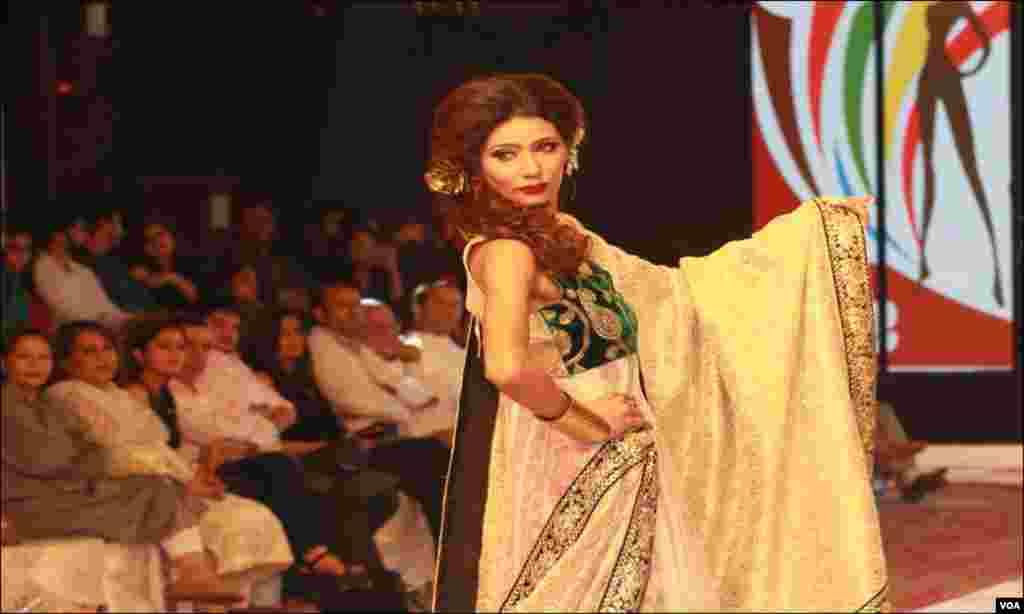 سارک ممالک کا فیشن شو، پاکستان کی مشہور ماڈلز کی ریمپ پر واک