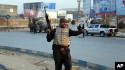 阿富汗保安部隊抵達政府建築遇襲現場(2018年12月24日)