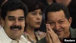 Hugo Chávez designó a Maduro como su sucesor y le dio poderes para gobernar particularmente en temas económicos.