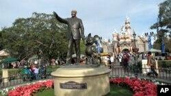 Taman bermain Disneyland di California.