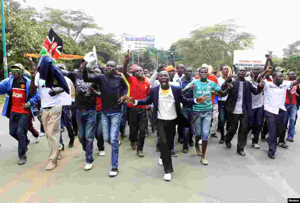 """Supporters of Kenya's opposition Coalition for Reforms and Democracy arrive singing slogans at the venue for their """"Saba Saba Day"""" rally demanding dialogue with the government, at the Uhuru park grounds in Nairobi, July 7, 2014."""