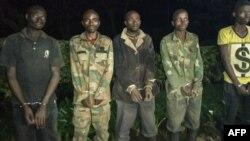 Les cinq hommes arrêtés au Rwanda ont dit appartenir à la milice FDLR selon la police à Nyabageni au Rwanda le 6 octobre 2019.