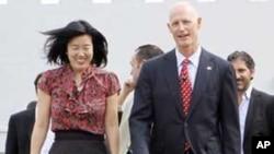 教改推行者李洋姬(左)近日在佛罗里达露面