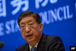 中国国家卫健委副主任曾益新在国务院新闻办公室在北京举行的记者会上讲话。(2021年7月22日)