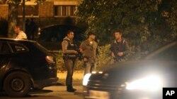 ماموران امنیتی فرانسه پنجشنبه شب در عملیاتی در منطقه ای در شرق پاریس، سه زن را به ظن حملات ترویستی دستگیر کردند