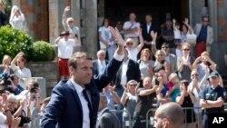 Perezida Emmanuel Macron ubwo yiyamamarizaga umwanya w'umukuru w'igihugu