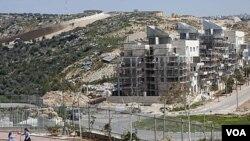 Para negociar la paz, los palestinos exigen que Israel pare la construcción de asentamientos.