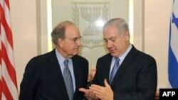 Слева направо: Джордж Митчелл и Биньямин Нетаньяху