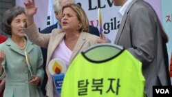U.S. Representative Ileana Ros-Lehtinen pictured in Seoul, South Korea, where she demanded all North Korean refugees in China be allowed safe passage to South Korea or other democratic nations, May 24, 2012. (Youmi Kim/VOA)