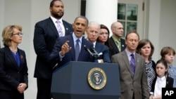El presidente Barack Obama habló desde la Casa Blanca junto a un grupo de padres quienes perdieron a alguno de sus hijos en la masacre de Newtown, el pasado mes de diciembre de 2012.