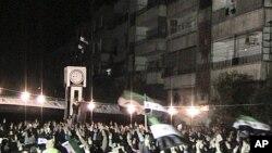 示威者2月10日在霍姆斯举行抗议总统阿萨德的集会