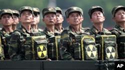 Severnokorejski vojnici učestvuju u paradi u Pjongjangu, 27. jula 2013.