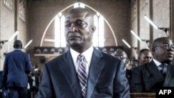 Ramazani Shadary na cathédral Nord-Dame du Congo na Kinshasa, 24 novembre 2018.