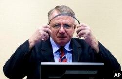 Vojislav Šešelj u sudnici Haškog tribunala, 6. mart 2009.