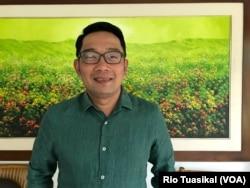 Calon Gubernur Jawa Barat Ridwan Kamil usai dalam wawancara eksklusif dengan VOA di Posko Pemenangan Ridwan Kamil-Uu Ruzhanul Ulum (Rindu) di Bandung, Sabtu, 23 Juni 2018. (Foto: Rio Tuasikal/VOA)