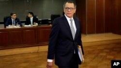 El exvicepresidente de Ecuador, Jorge Glass llega a la Corte Suprema en Quito, para apelar su condena de prisión de seis años por corrupción relacionada con el escándalo Odebrecht. Mayo 23, 2019.