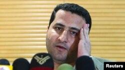 Šahram Amiri na aerdoromu u Teheranu, u julu 2010. godine