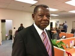 Lambert Mende, ministre de la Communications et des Médias de la RDC, au micro de Top Congo FM, notre partenaire à Kinshasa
