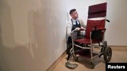 صندلی چرخدار برقی استوین هاکینگ در حراجخانه کریستی لندن