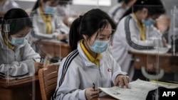 На фото: шкільний клас у школі китайського міста Ухань