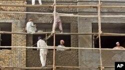 وضعیت نا معلوم سیاسی افغانستان دلیل کاهش کارگران خارجی خوانده شده است