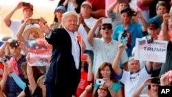 En un acto celebrado en Florida en un hangar del Aeropuerto Internacional Orlando Melbourne, al que según la Policía local se dieron cita unos 9.000 simpatizantes, el mandatario dijo que su prioridad es mantener seguro el país.