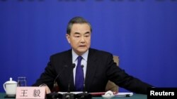 Menteri Luar Negeri China Wang Yi menghadiri konferensi pers pada Kongres Rakyat Nasional (NPC) yang sedang berlangsung di Beijing, China, 8 Maret 2018.