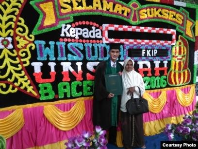 Aula bersama ibu di acara wisuda S1 di Universitas Syiah Kuala (dok: Aula)