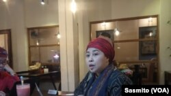 Direktur AMAN Indonesia Ruby Kholifah. (Foto: VOA/ Sasmito)