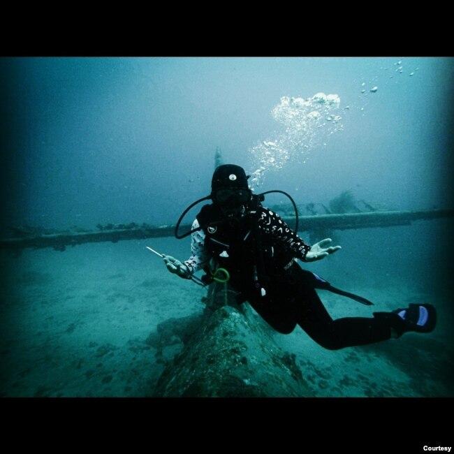 Ranny Iriani Tumundo, mengajak peserta wisata virtual untuk ikut 'menyelam' dan menikmati keindahan bawah laut di Raja Ampat. (Foto courtesy: pribadi)