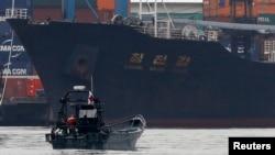 지난 2013년 7월 파나마에서 신고하지 않은 무기를 싣고 가다 적발된 북한 국적 선박 '청천강' 호. (자룟사진)