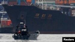 지난달 16일 파나마에서 신고하지 않은 무기를 싣고 가다 적발된 북한 국적 선박 '청천강' 호.