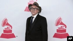 Gato Barbieri arrives at the Latin Recording Academy Person of the Year Tribute honoring Roberto Carlos at the Mandalay Bay Convention Center in Las Vegas, Nov. 18, 2015.