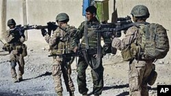 امریکایي عسکر افغان پولیس وژلی دی