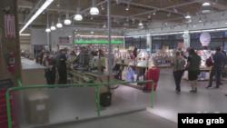 波特蘭大型書店在電子書時代蓬勃發展。(視頻截圖)