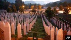 Groblje u Srebrenici (AP Photo/Amel Emric)