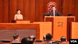 香港特首林鄭月娥出席2019年首次立法會答問大會。(美國之音湯惠芸)