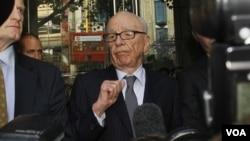 Mogul media, Rupert Murdoch, menjadi buruan media massa sejak munculnya skandal peretasan telepon di Inggris oleh diduga dilakukan salah satu anak perusahaan medianya.