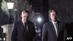 Chủ tịch Hạ viện Hoa Kỳ Boehner và lãnh đạo khối đa số Thượng viện Thượng nghị sĩ Harry Reid sau cuộc họp với Tổng thống hôm thứ Tư