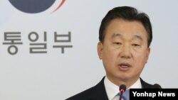 한국 통일부 정준희 대변인이 3일 브리핑을 갖고 북한조국평화통일위원회가 대남 위협을 한 데 대해 유감을 표명하고 있다.