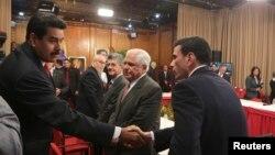 El primer encuentro no tuvo mayores resultados, pero en la mente del público fue ganado por la oposición.