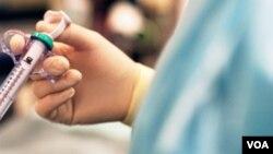 La vacuna es recomendada para personas desde seis meses de edad, y aunque no evite la gripe, aminora su severidad y previene la neumonía y otras amenazas.