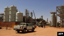 Handout photo released by Norway's energy group Statoil on January 17, 2013 shows vehicles parked at the In Amenas gas field, jointly operated by British oil giant BP, Norway's Statoil and state-run Algerian energy firm Sonatrach, in eastern Algeria near