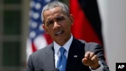 Tại cuộc họp báo với Thủ tướng Ðức Angela Merkel, Tổng thống Obama tỏ ý hy vọng đường lối ngoại giao sẽ giúp không cần phải áp đặt thêm các biện pháp chế tài đối với Nga.